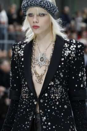 chanel-fall-2017-bags-accessories-brooch-necklace