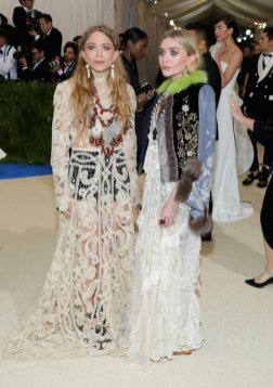 Met-Gala-2017-Mary-Kate-Ashley-Olsen