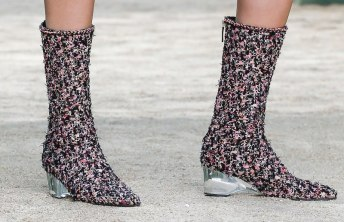 chanel-haute-couture-spring-2018-tweed-boots
