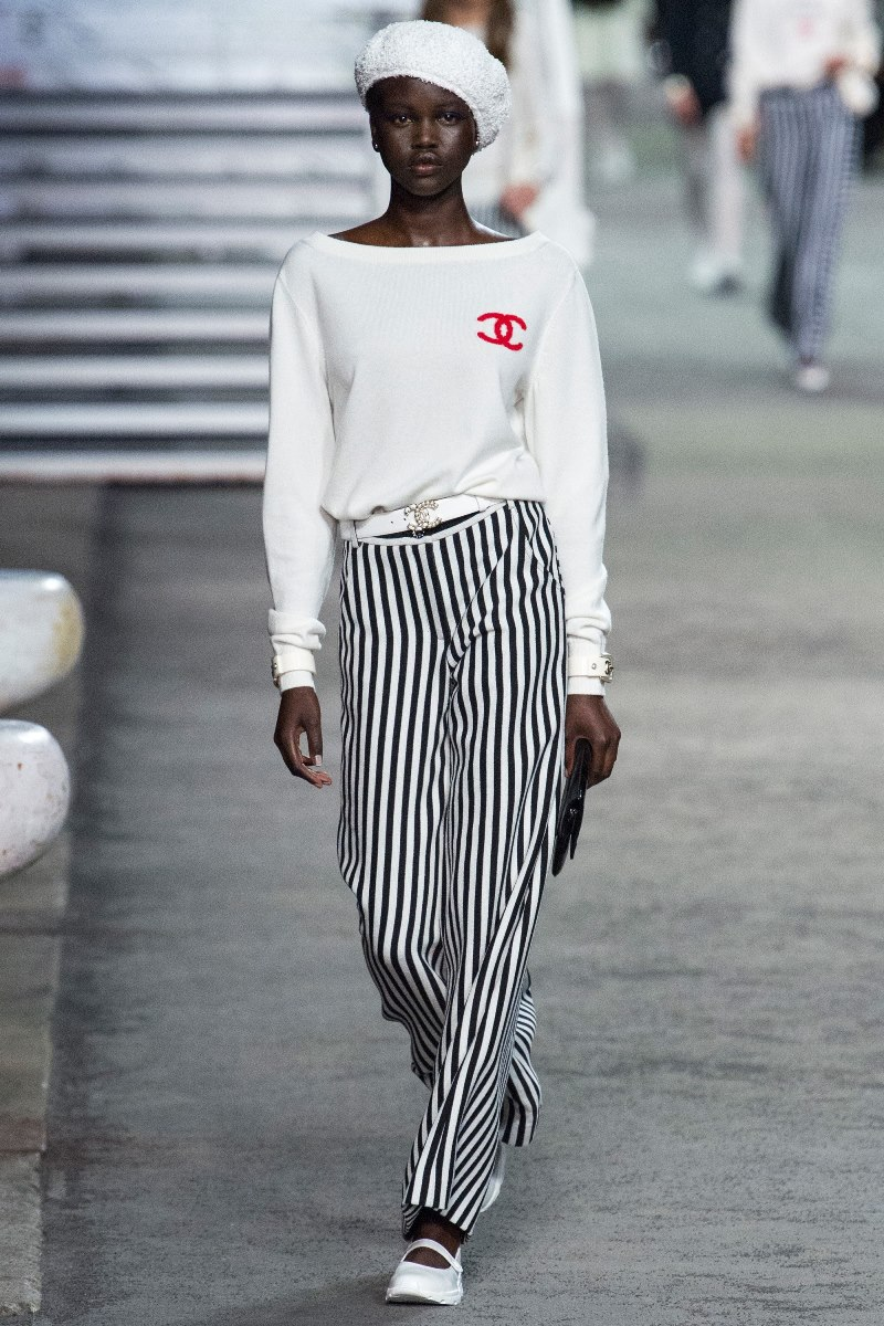 chanel-logo-sweater-2019-resort