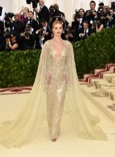 met-gala-2018-Rosie-Huntington-Whiteley