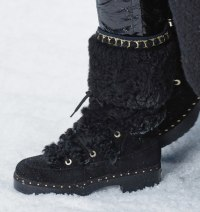 chanel-in-the-snow-fall-2019-collection-shearling-boots2