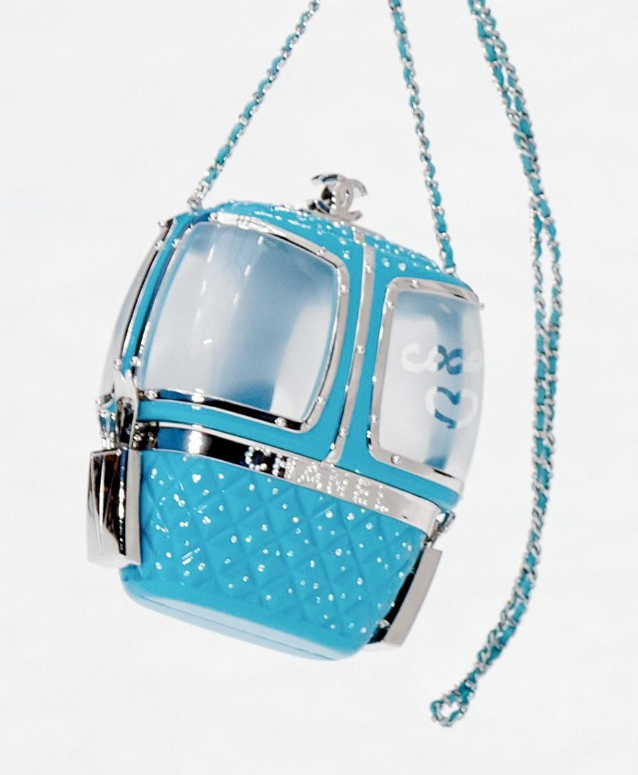 chanel-ski-lift-minaudiere