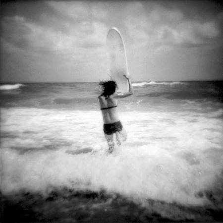 sally-gall-girl-surfing
