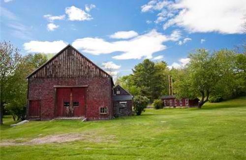 sharon-kitchens-barn