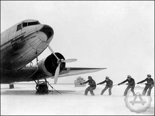 archivast-snowstorm-at-laguardia