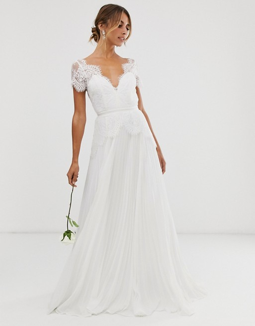 STYLECASTER | wedding dress trends 2021 | applique lace