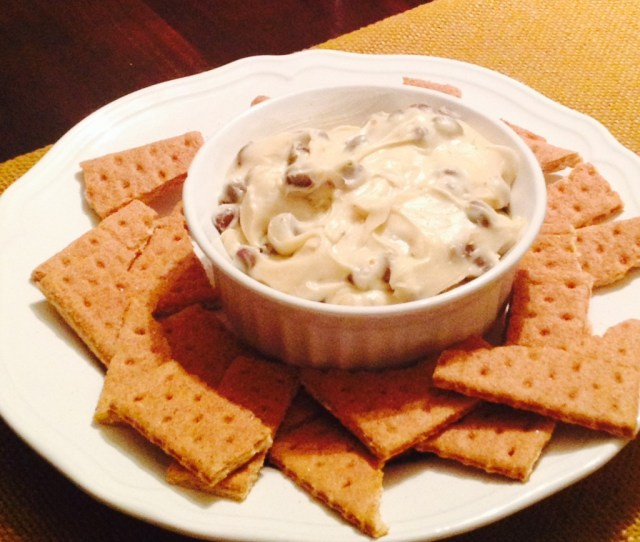 cookie dough dip with graham crackers