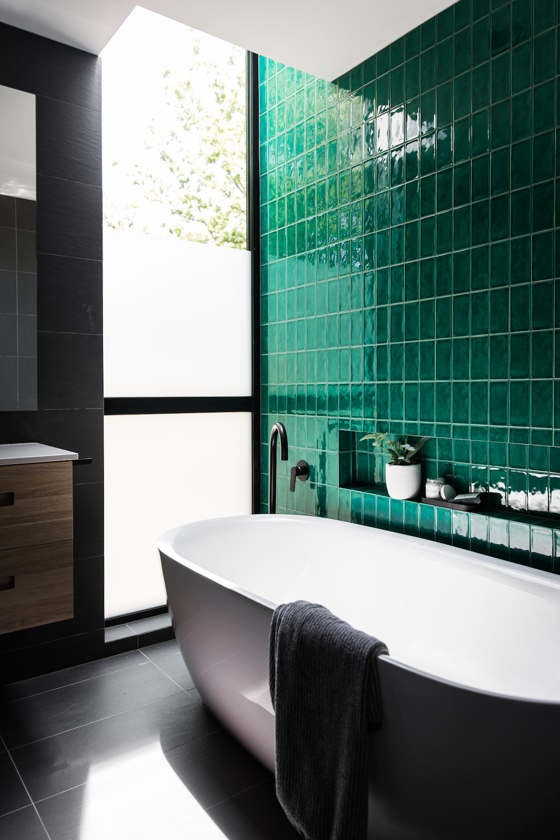 Green tile wall  STYLE CURATOR