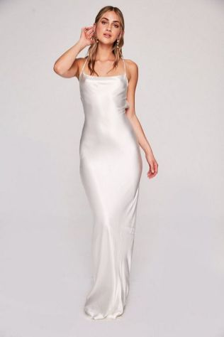 40 Beautiful wedding dresses for 40 year old brides ideas 17