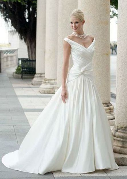 40 Beautiful wedding dresses for 40 year old brides ideas 46
