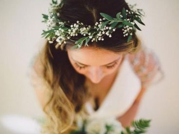 60+Bridal Flower Crowns Perfect for Your Wedding Ideas 27