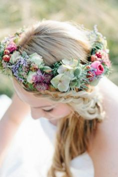 60+Bridal Flower Crowns Perfect for Your Wedding Ideas 62