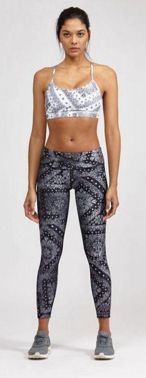Beautiful yoga pants outfit ideas 10