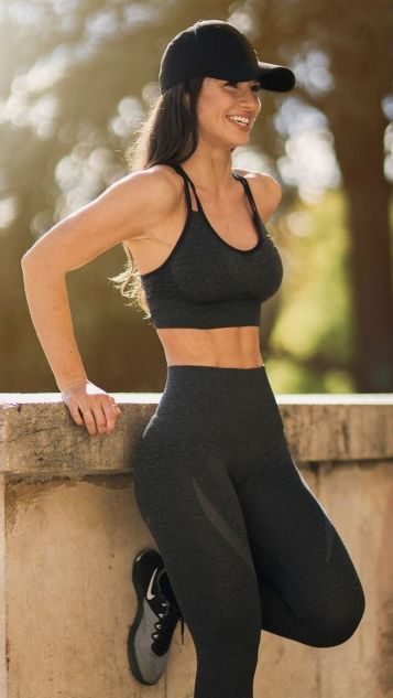 Beautiful yoga pants outfit ideas 18