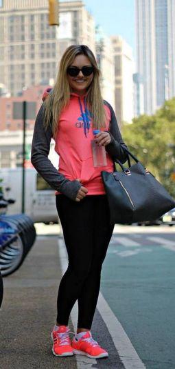 Beautiful yoga pants outfit ideas 34