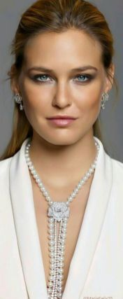 Great Pearl Necklace Outfit Ideas 70+ 56