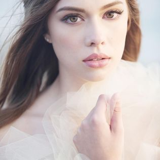 Soft and Romantic wedding makeup looks for fair skin 14