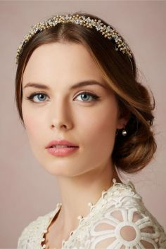 Soft and Romantic wedding makeup looks for fair skin 38