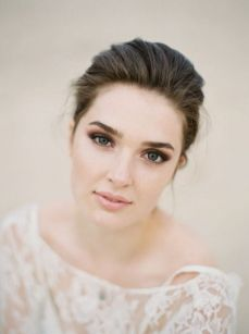 Soft and Romantic wedding makeup looks for fair skin 44