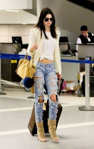 World of jeans cute winter outfits ideas 47