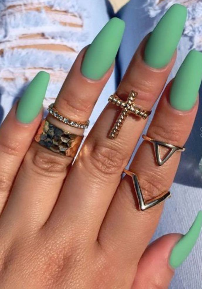 40 Chic Green Nail Art Ideas 13