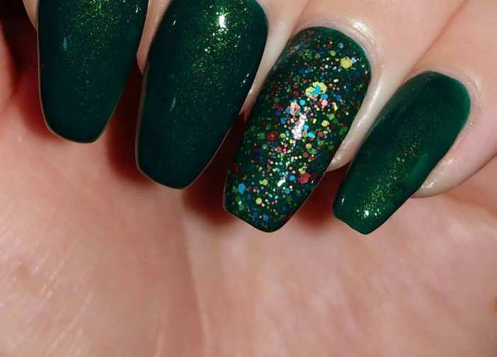 40 Chic Green Nail Art Ideas 18