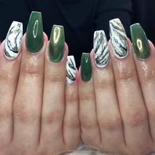 40 Chic Green Nail Art Ideas 28