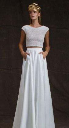 40 Einfache Crop Top Brautkleider Ideen 35