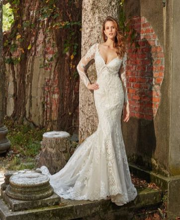 40 Fit and Flare With Long Train Wedding Dresses Ideas 5