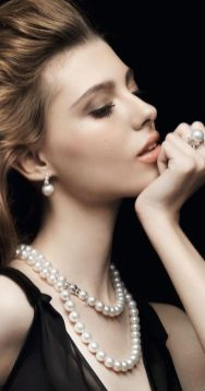 40 How to Wear a Pearl Necklace Ideas 21