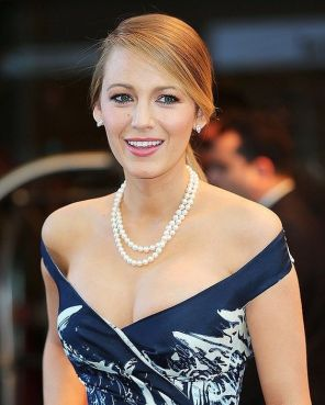 40 How to Wear a Pearl Necklace Ideas 25