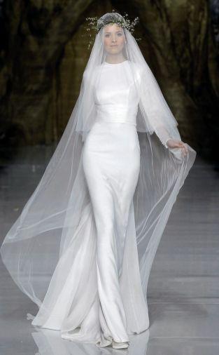 40 Long Viels Wedding Dresses Ideas 13
