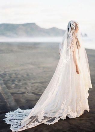 40 Long Viels Wedding Dresses Ideas 19