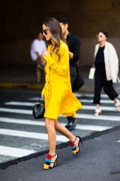 40 Yellow Outfits in Fashion Ideas 37