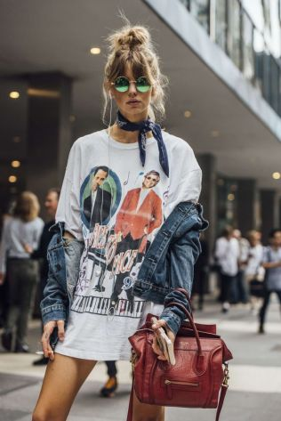 50 How to Wear an Oversized T Shirt Ideas 25