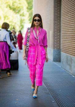 50 Möglichkeiten rosafarbene Outfits Ideen zu tragen 11