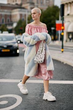 50 Möglichkeiten rosafarbene Outfits Ideen zu tragen 27