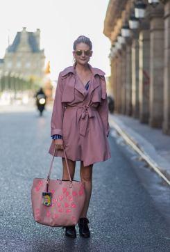 50 Möglichkeiten rosafarbene Outfits Ideen zu tragen 41
