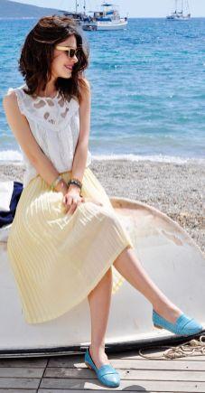50 White Sleeveless Top Outfits Ideas 1