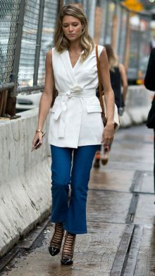 50 White Sleeveless Top Outfits Ideas 29