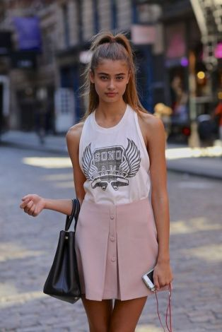 50 White Sleeveless Top Outfits Ideas 32