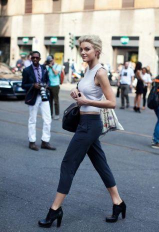 50 White Sleeveless Top Outfits Ideas 56