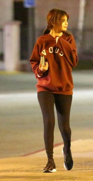 70 Ways Selena Gomes Styles with Sneakers Ideas 12
