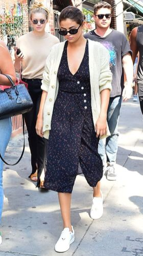 70 Ways Selena Gomes Styles with Sneakers Ideas 2