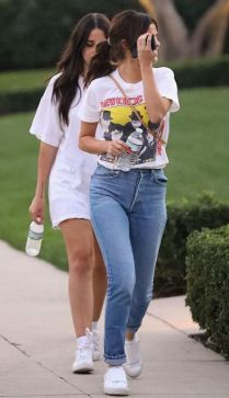 70 Ways Selena Gomes Styles with Sneakers Ideas 22