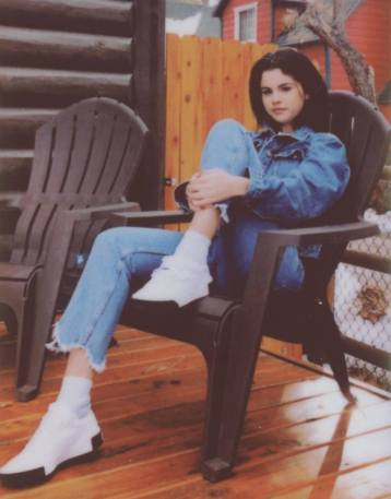 70 Ways Selena Gomes Styles with Sneakers Ideas 23