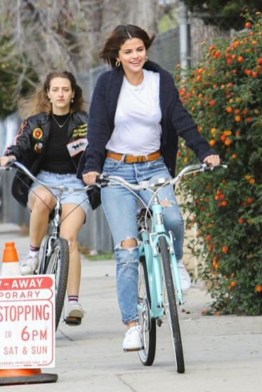 70 Ways Selena Gomes Styles with Sneakers Ideas 3