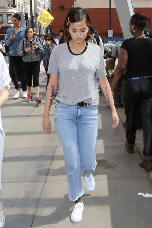 70 Ways Selena Gomes Styles with Sneakers Ideas 31