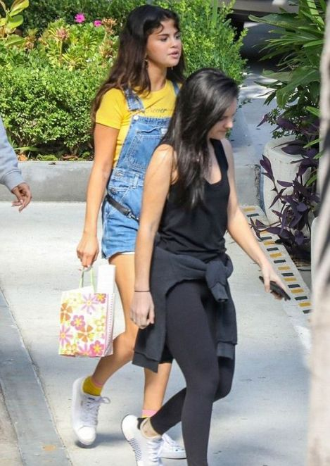70 Ways Selena Gomes Styles with Sneakers Ideas 44